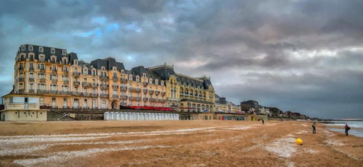 Le grand Hôtel de Cabourg HDR.jpg