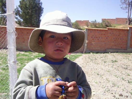 Moises, 3 ans adopté par une famille indios