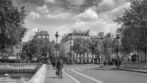 Promenade dans Paris NB.jpg