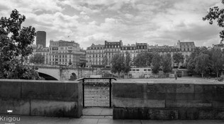 Bord de Seine avec cadenas avec logo NB.