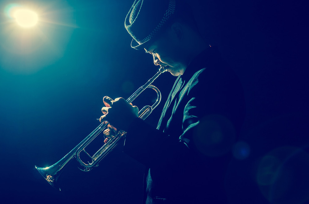 A guy playing the trumpet