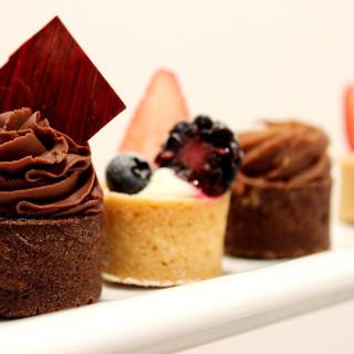 chocolate-mousse-cake-or-fruit-tart.jpg