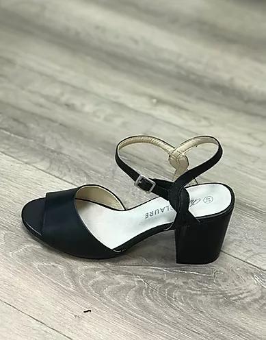 حذاء أسود أنيق   كريستين لوري