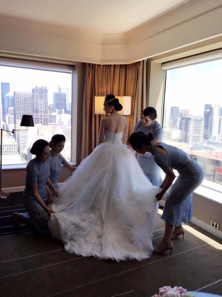 Yi-Wen and her bridesmaids