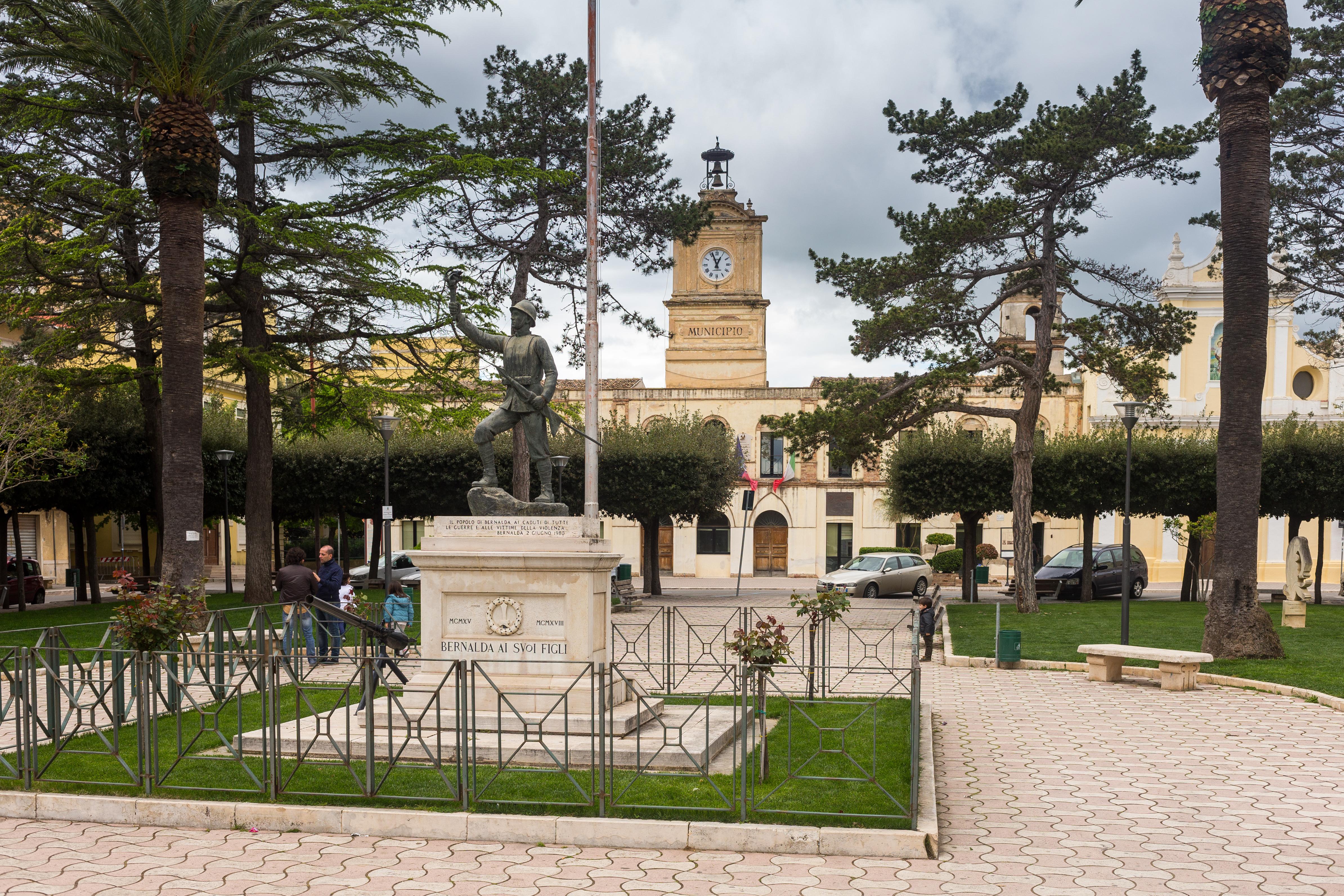 Bernalda Town Square