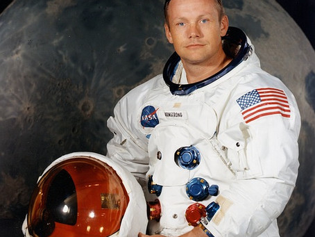 Astronaut Neil Armstrong was Fascinated by UFOs – Secretly Met With J. Allen Hynek