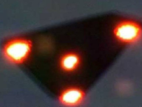 Black Triangle UFO Over New Lambton Heights, Australia in 1999