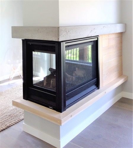 Lakehouse fireplace