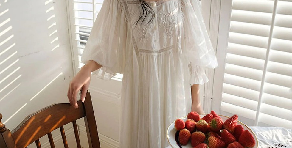 White Victorian Vintage Nightgown,Chemise Edwardian gown,Comfortable Loungewear