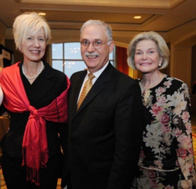 ティー&プロトコールの師事とするBruce Richardson氏(中央) サザンスタイルのお菓子の先生ミセスシェリー(左) プロトコールの師事とするDorothea Johnson氏。(右)