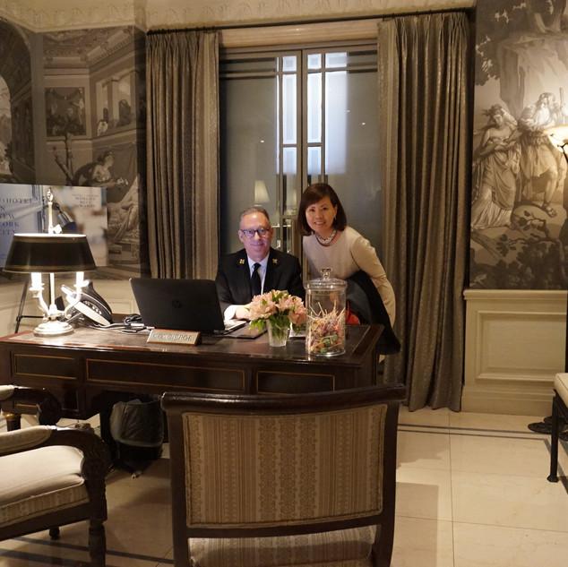 最も好きで、いつ訪れても憧れるThe Lowell Hotel NYC。 19世紀から継承するフレンチZuberの美しい壁紙を背景に。ベストオブインテリアNYCホテルに選ばれました。ホテル・邸宅美術館・ハイエンドアンティーク店・美しい設えのブティックは私の良き学び場でありインスピレーションが得られる大切な場所です。 The Lowell Hotel 2階のPembroke room のアフタヌーンティーは教室開講当初より生徒さんにお勧めしております。