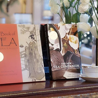 The Book Of Tea はティー&プロトコールの師事とするBruce Richardoson氏著書であり欧米のティーに携わる人の教科書バイブルとして広く知られる本が賞を受賞しました。The New Tea CompanionはBruce Richardoson氏とイングランドのティー教育者Jane Pettigrewさんの共同著書。 いずれも欧米のティーに携わる人の教科書バイブルとして知られるロングセラー。