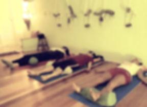 yoga_nidra_três_pessoas-min.jpg