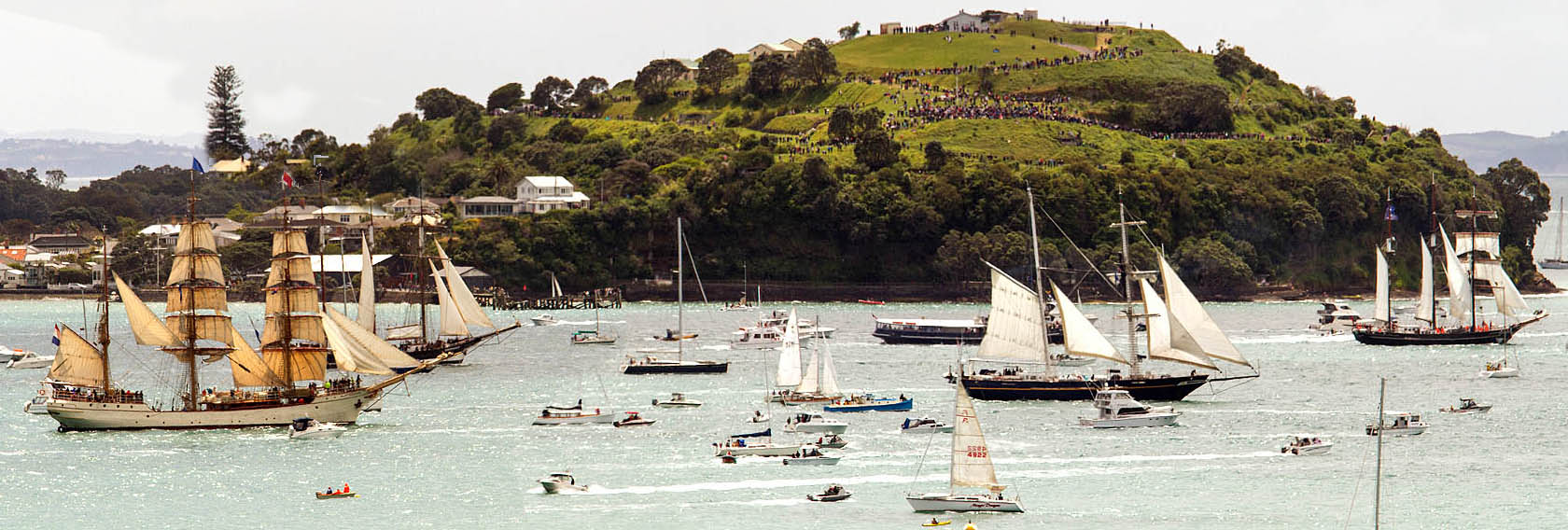 Tall Ships leave Auckland small.jpg