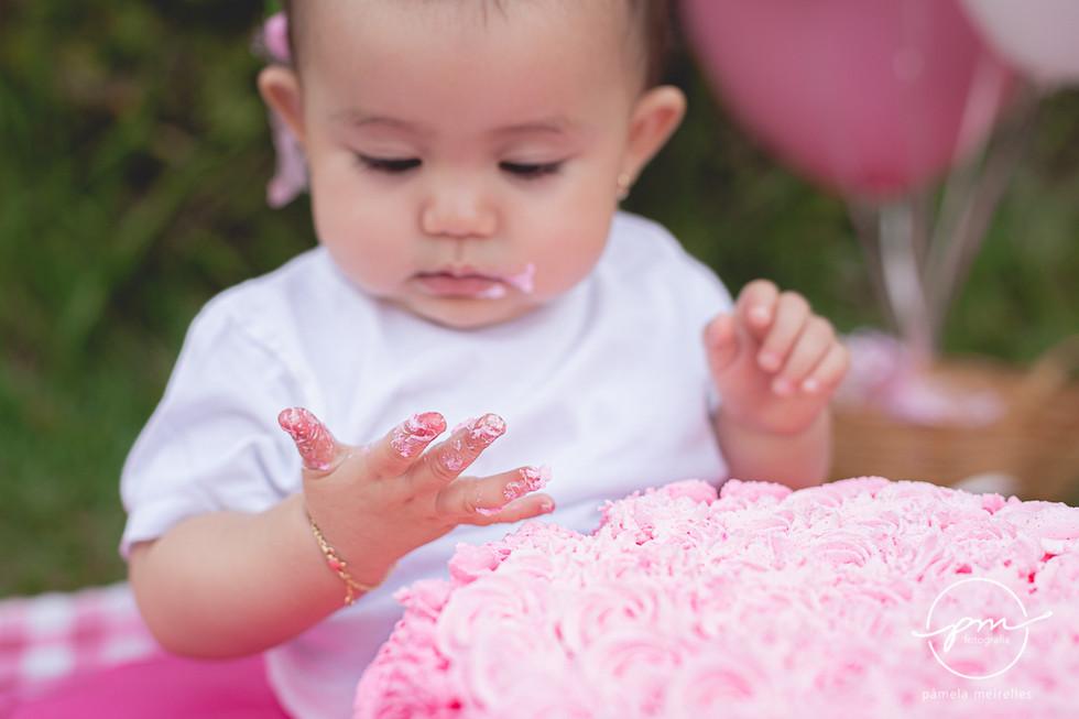 Yuna Smash the cake-25.jpg