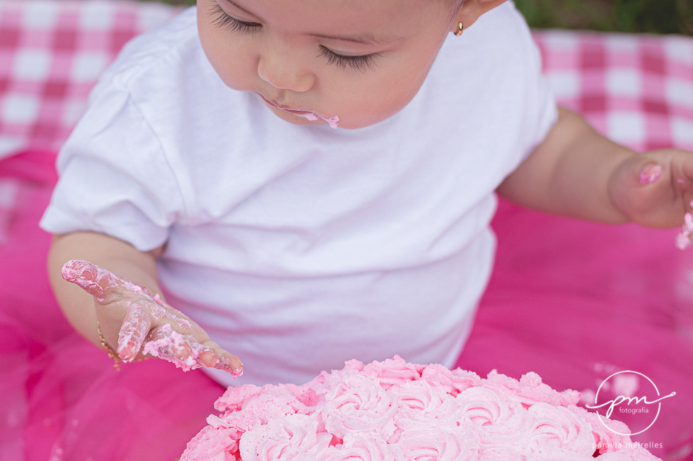 Yuna Smash the cake-28.jpg
