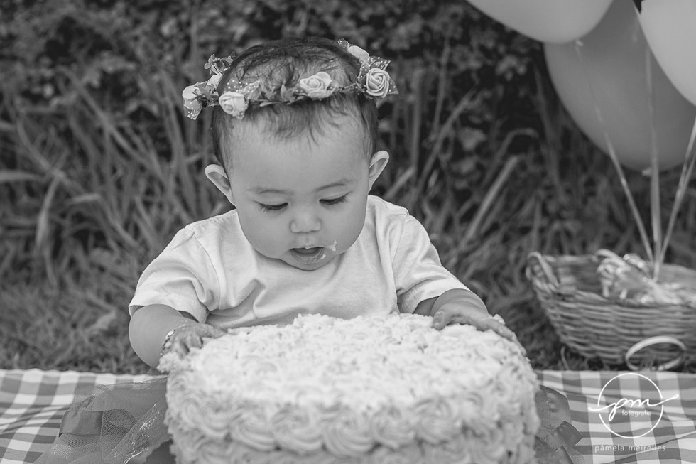 Yuna Smash the cake-32.jpg