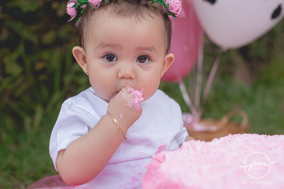 Yuna Smash the cake-30.jpg