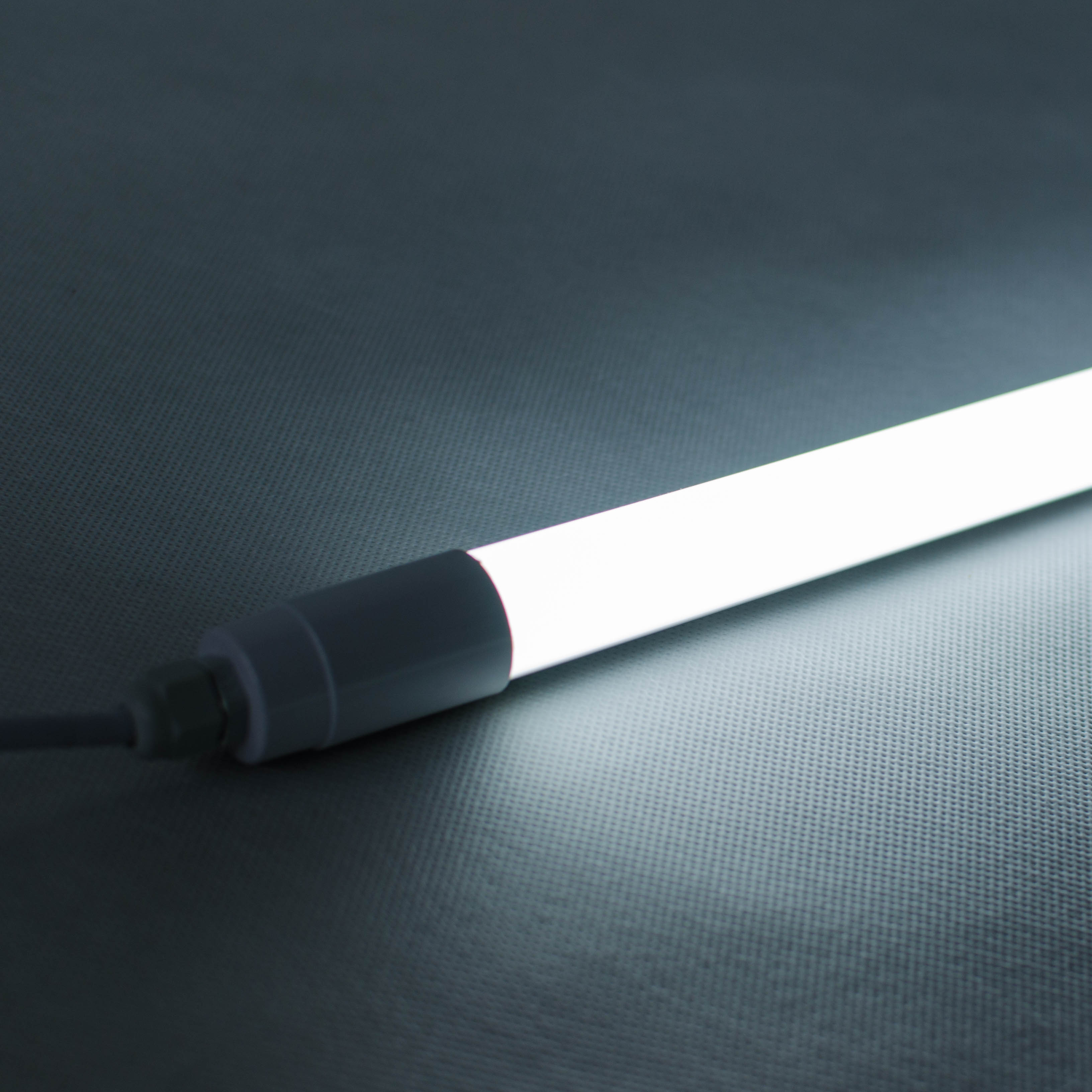 Lampa T8 LX1200J