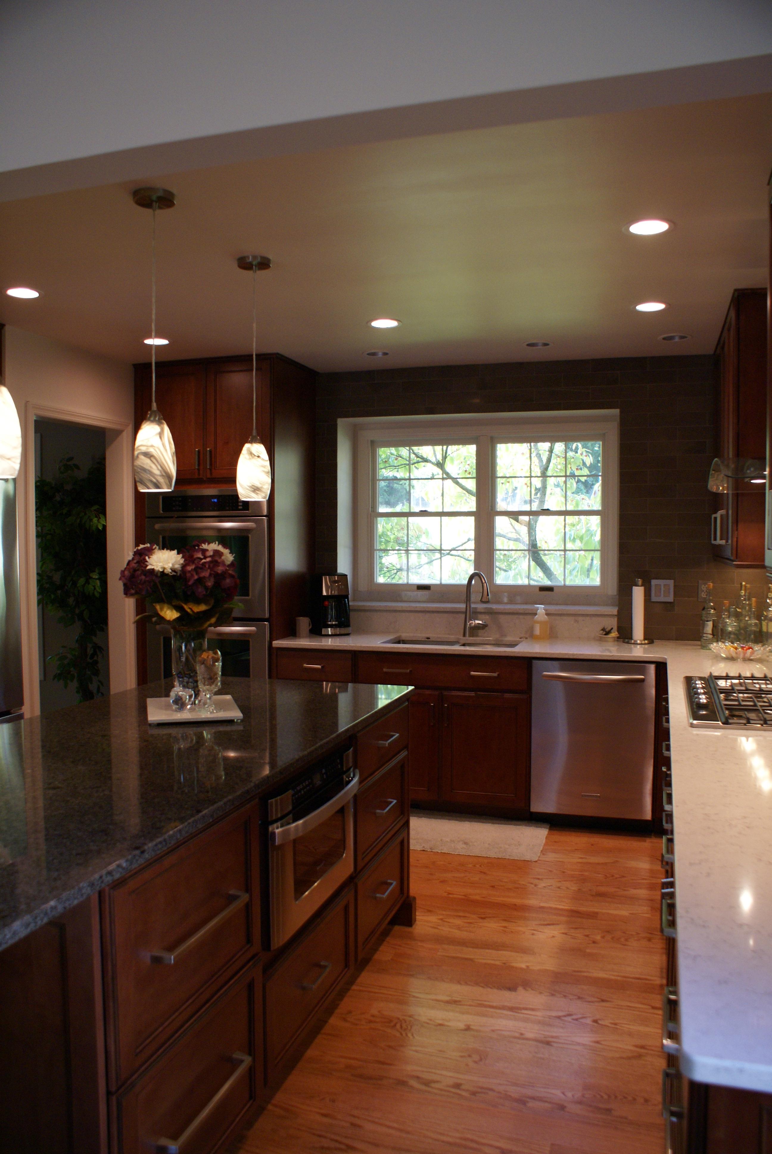 Warm Transitional Kitchen