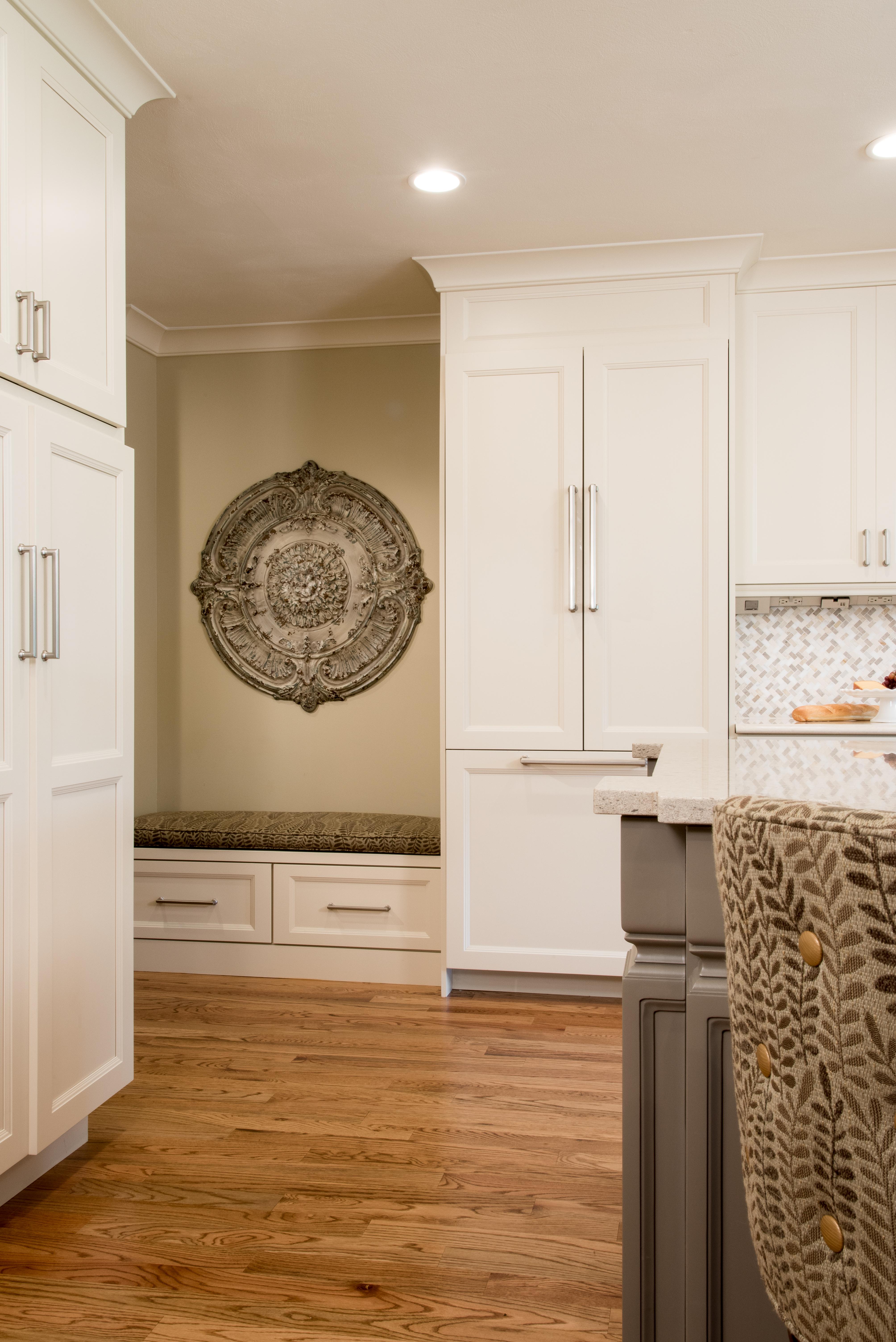 Antique White/Iron Gate Kitchen