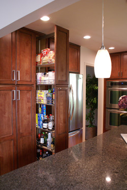 Warm Transitional Kitchen