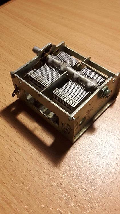 Конденсатор переменный (КПЕ), две секции по 12/495пФ