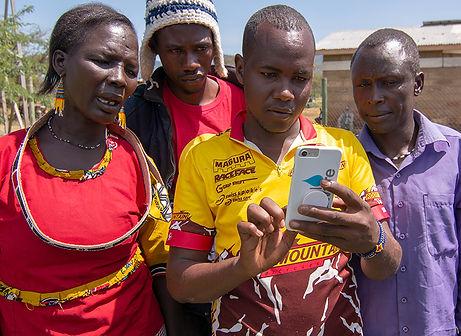 Alamach villagers using app _9917.jpg