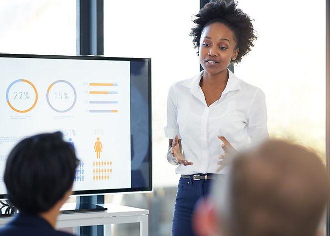 businesswoman-meeting-presentation-800x5