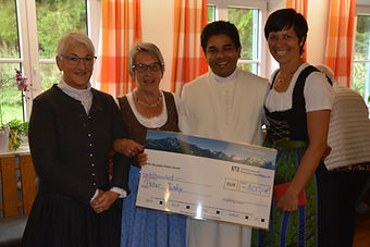 Spendenübergabe_Frauenbund.JPG