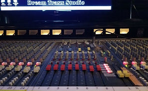 Console master section with LED and VU monitoring