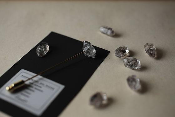 laboratorium mineralogical pin brooch
