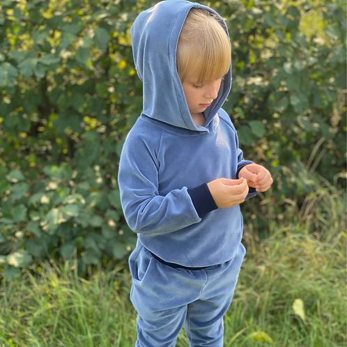 Veliūrinis kostiumėlis su kapišonu indigo