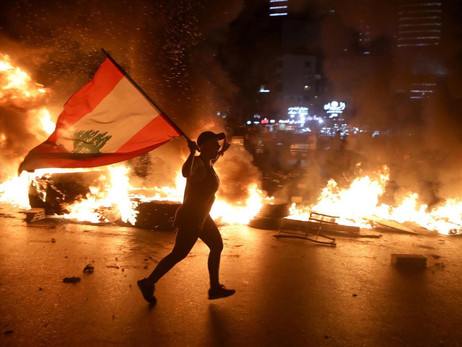 Protesters Sets Lebanese Central Bank On Fire As Currency Collapses
