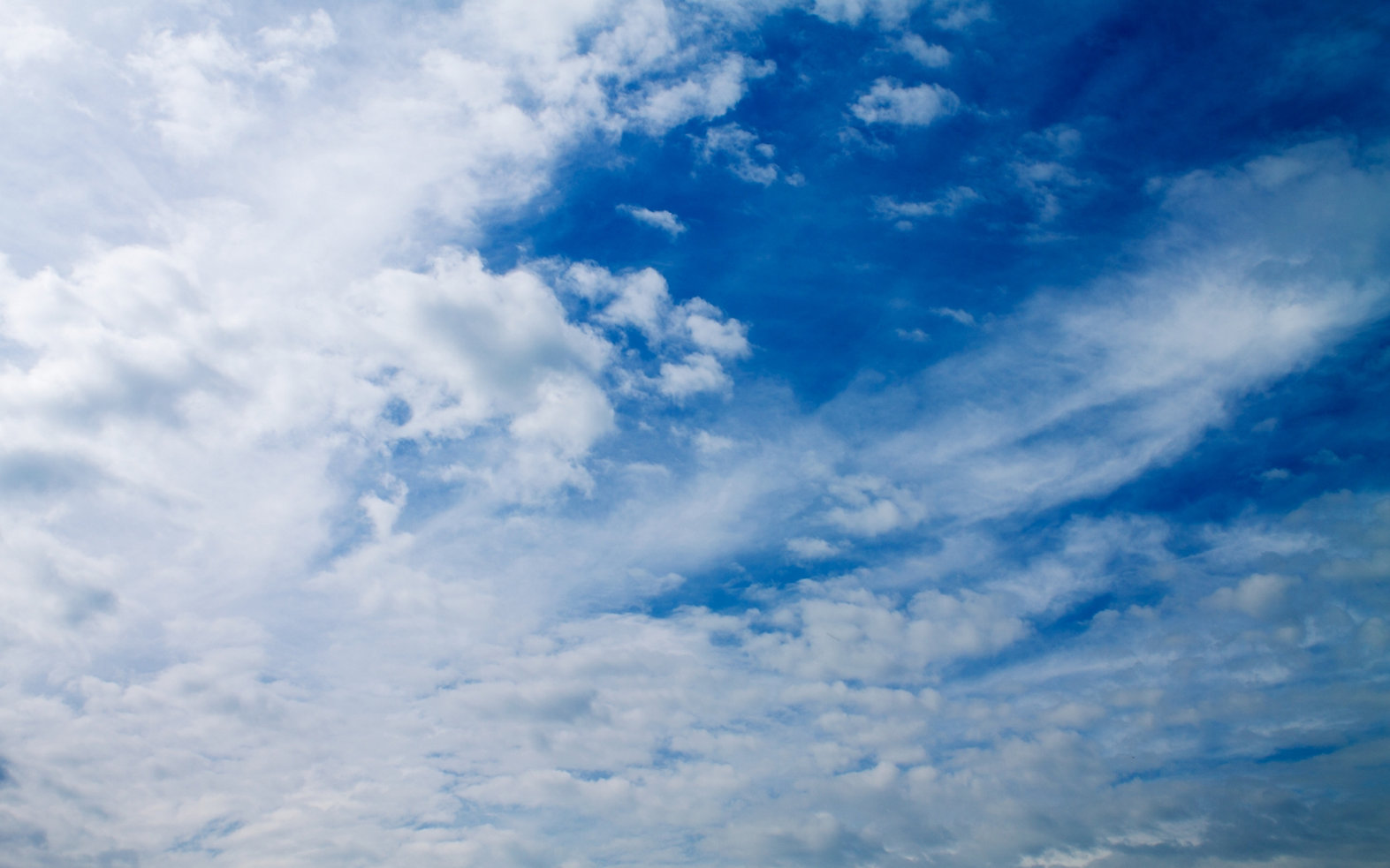 White-Clouds-On-The-Blue-Sky-Nature-2560
