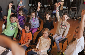 160227_Childrens_Chorus_raised_hands_cro