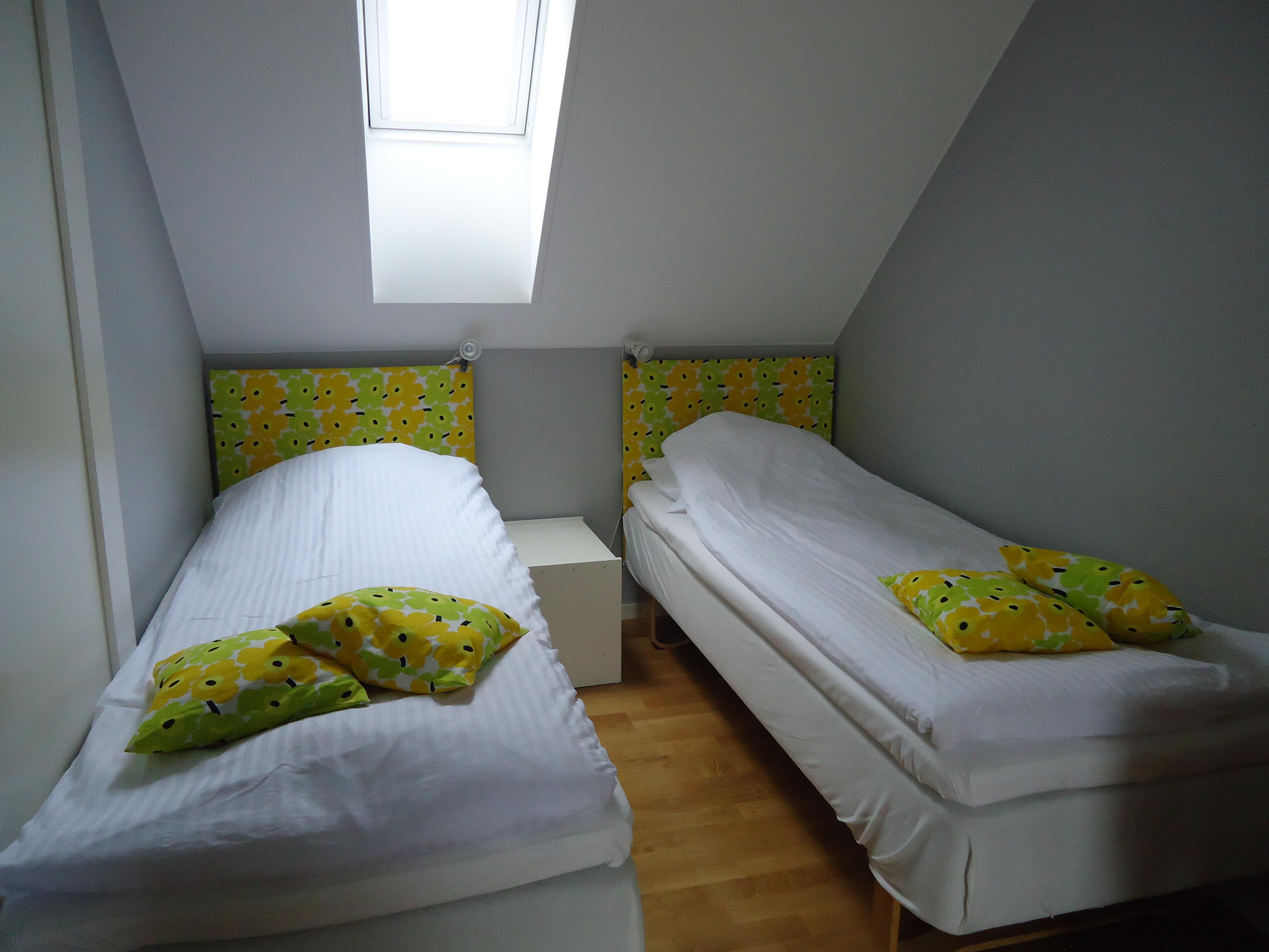 Sängar gula rummet