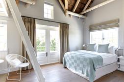 Bedroom 1 0081.jpg