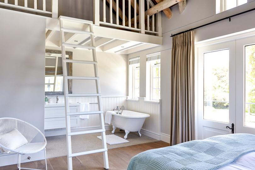 Bedroom 1 0090.jpg
