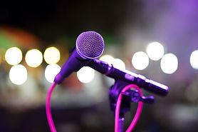 micrófono en el escenario