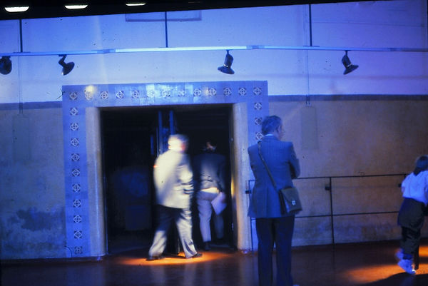 OT installation sonore et lumineuse Galerie 3bisf  Aix-en-Provence Eléonore Bak © 1995