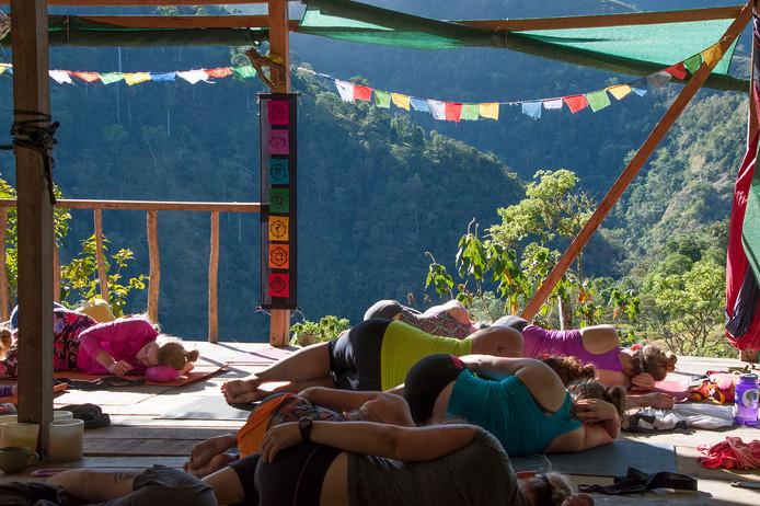Chakra CR Yoga06.jpg
