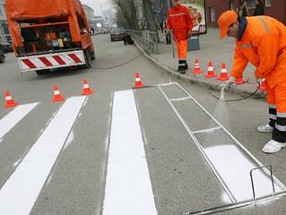 На омские дороги наносится новая горизонтальная разметка
