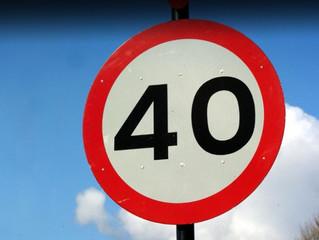 В целях безопасности на спуске с путепровода по улице Демьяна Бедного ограничена скорость движения