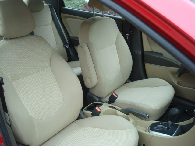 2014 Hyundai Accent seats
