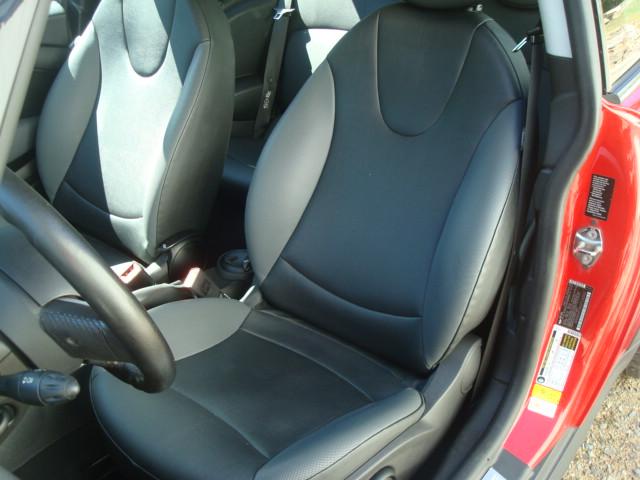 2007 Mini Cooper seat