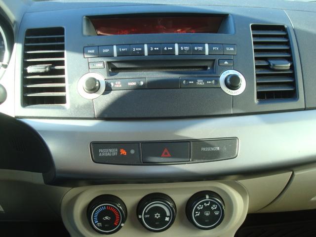 2011 Mitsubishi radio