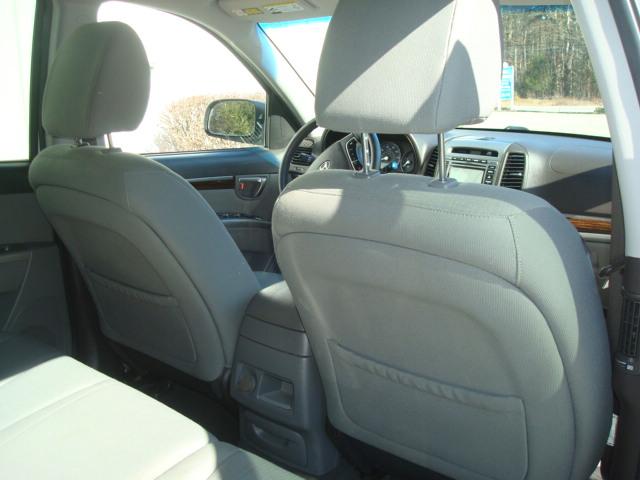2010 Hyundai Santa Fe rear seat 2