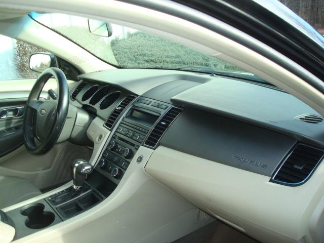 2010 Ford Taurus dash