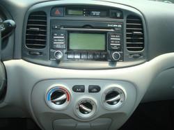 2009 Hyundai Accent radio